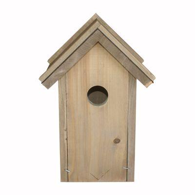 Veel vogels gebruiken graag een nestkast. Ze zijn blij met een plek om te nestelen of te slapen. Ook voor jou is een nestkast een aanwinst. Je lokt er vogels mee naar je tuin of balkon. In de lente zie je het 'gezinsleven' van de tuinvogels van dichtbij.  De nestkast is zeer geschikt voor spreeuwen en de bonte specht.