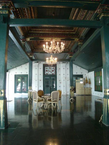 Cirebon, Ruangan Istana Kasepuhan: Lokawisata Keraton Kasepuhan Cirebon