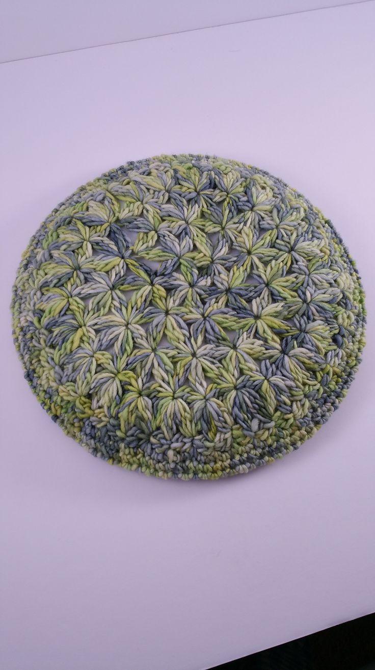 Starburst Beret: Free Pattern and Video Tutorial - http://www.bhookedcrochet.com/2015/02/22/crochet-beret-pattern/