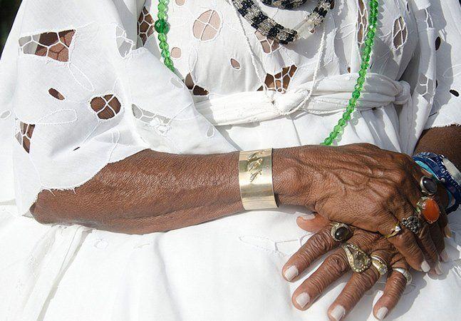 Por decisão do Comitê Organizador Rio 2016, o centro ecumênico dos Jogos Olímpicos não incluirá cerimônias de religiões de matriz africana, como umbanda e candomblé. O local realizará cerimônias de cristianismo, islamismo, judaísmo, hinduísmo e budismo das 7h às 22h, celebradas em português, espanhol e inglês. Segundo o Comitê Olímpico do Brasil (COB), as religiões escolhidas representariam a maior parte dos atletas (mais de 10 mil atletas olímpicos e 4 mil paralímpicos de 200 países) e que…