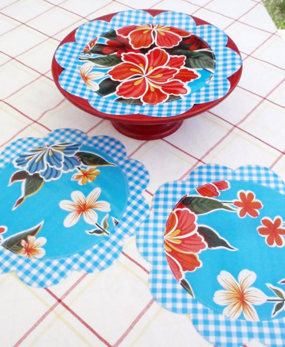 What's more retro than oilcloth?  OILCLOTH DOILIES.