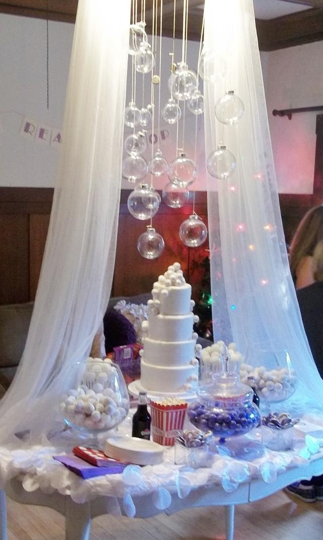 16 best bubble centerpieces images on pinterest bubble gum bubble party and centerpiece ideas. Black Bedroom Furniture Sets. Home Design Ideas