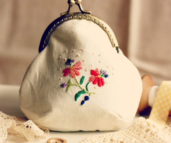 Coin purse with hand embroidery