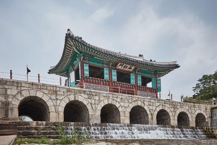 hwahongman gate...part of hawseong fortress