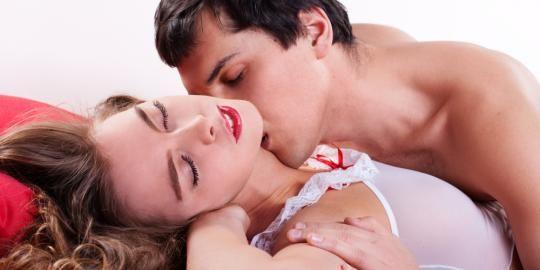 situsbandarq.co - Mungkin semua orang tahu kalau ketika ingin bercinta, bagian tubuh yang paling sering disentuh hanya sekitar vagina, payudara dan bokong. Padahal ada beberapa titik syaraf yang diketahui ada di tubuh wanita yang sering diabaikan pria. titik syaraf ini diketahui bisa membuat seorang wanita berada dalam kesenangan bercinta.