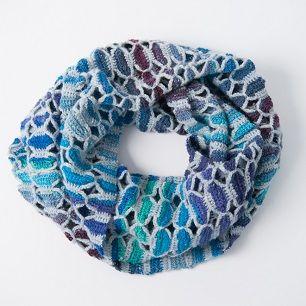 Butterfly colshawl. Prachtig en mét Nederlands patroon. Bedankt Wieke van Keulen! Ze deelt nog veel meer prachtige patronen.