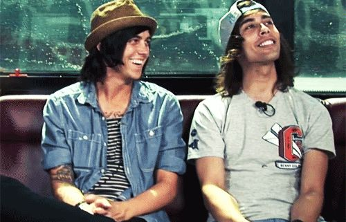 Vic Fuentes & Kellin Quinn have the most amazing smiles! They're so cute ❤️✌️