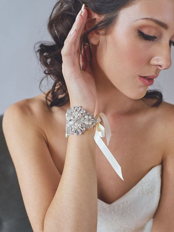 Pearl and Rhinestone Bridal Cuff  Ivory Wedding por DavieandChiyo