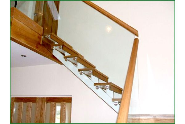 Spine Metal & Glass Staircase