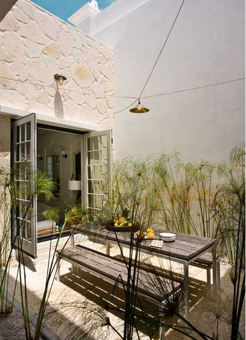 Loving this patio that was featured at Remodelista. The house is part of the New Urbanism development Alys Beach, Florida, from project architects Khoury & Vogt.