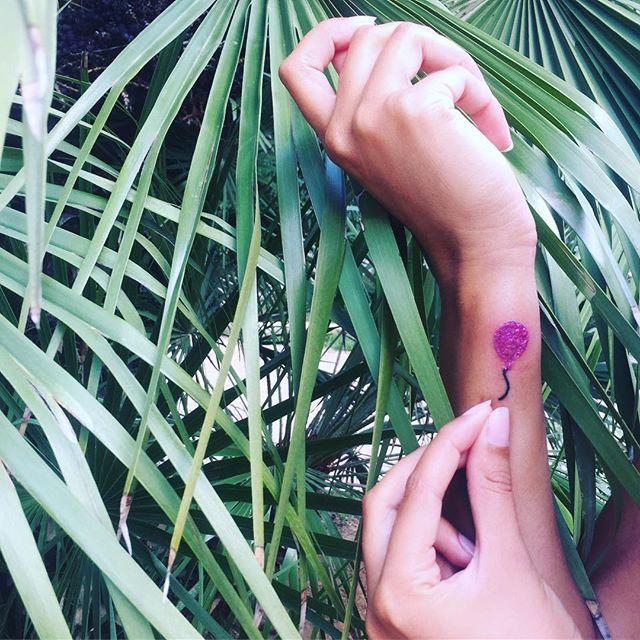 🎈... #ballon #palloncino #tattoo #balloontattoo #tatuaggio #frivolousness #frivolezza #freedom #libertà #happiness #felicitá #all #nothing #tutto #niente #tattoogirl #ink #inkedgirl #inkskin