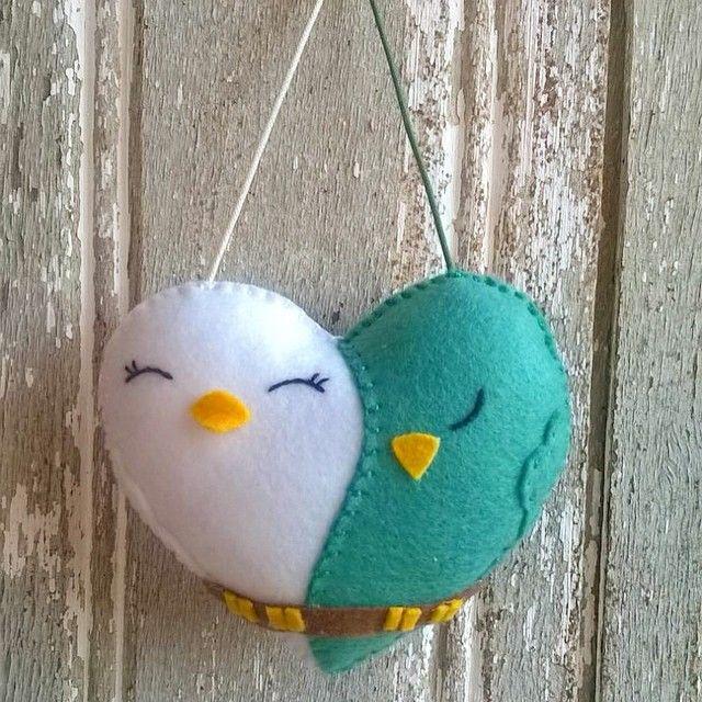 Coraçao amor de passarinhos!! #atelier3cores #novidades #diadoanamorados #heart #coraçao #details #cute #nirds #lovebirds #birdslove #handmade #handcraft #felt #feltro #craft #craftfelt #fieltro #fofo #arteira #valentinesday #namorados #namorido #diadoamor #amor #euamomeumarido #euamomeunamorado #goodmorming