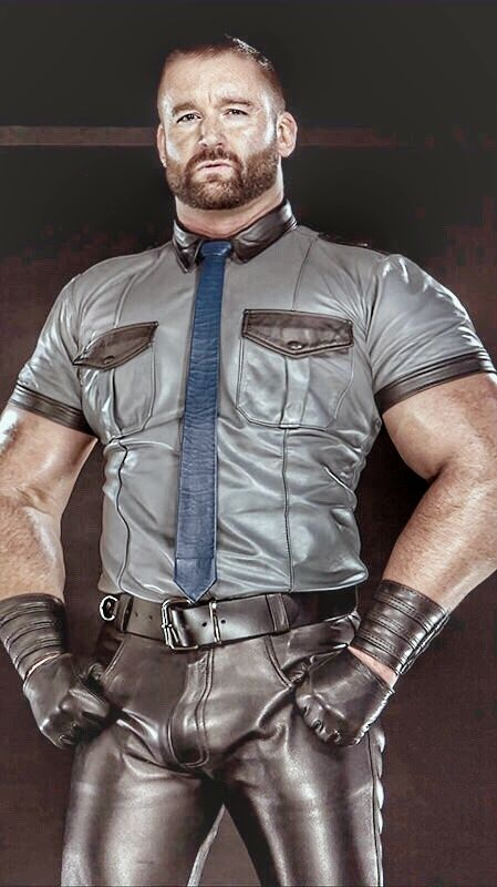 gay-man-bear-leather