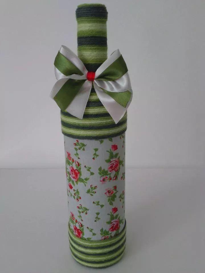 garrafa decorada com barbante e fitas