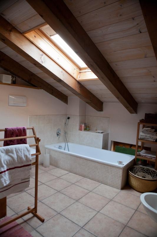 44 best blog shareyourbathroom images on pinterest - Bagno in mansarda ...
