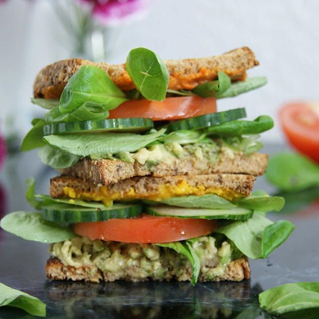 Vegan sandwich with mashed Avo, field salad, cucumber, tomato and a tomato-curry spread