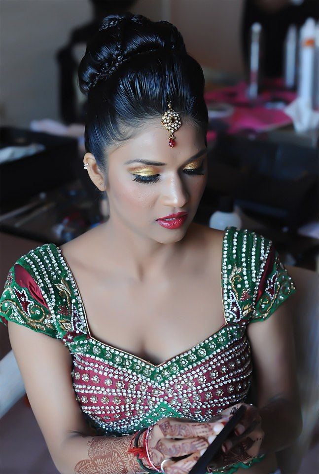 ive never seen this style of bridal makeup just bright golds on the