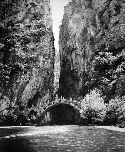 """Γεφύρι Ζιάκα """"Μονότοξα και πολύτοξα γεφύρια στέκουν για αιώνες, δαμάζουν άγρια ποτάμια και φέρνουν κοντά τους ανθρώπους"""" ."""