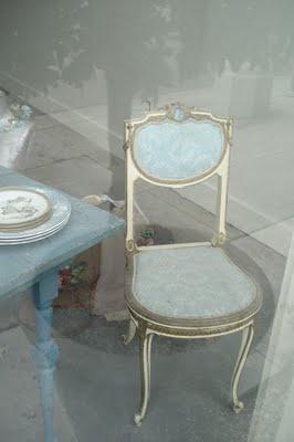 Delicate Robinu0027s Egg Blue Chair