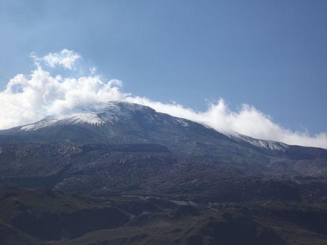 and there it was... Nevado Del Ruiz... www.colombiatravelmagazine.com