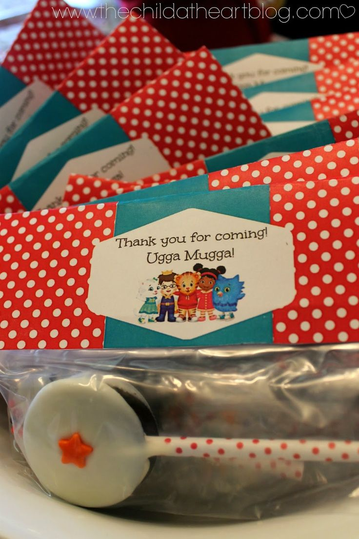 DIY Daniel Tiger Birthday Party + 2 Free Printables Daniel Tiger Party Favor Oreo Pops and Printable