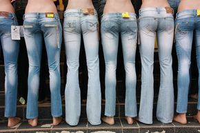 How to Select the Right Size Jeans (Male to Female Transgender / Crossdressing Tips)