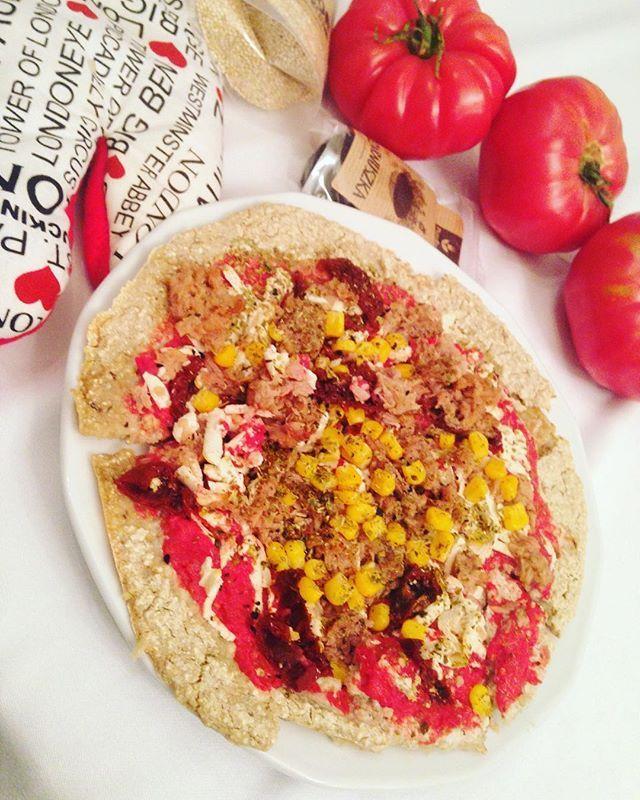 A na dobranoc najprostsza #pizza świata ! Bez glutenu i laktozy  Składniki ☑️komosa ryżowa(@purerein -uwielbiam!❤️) ☑️szczypta…
