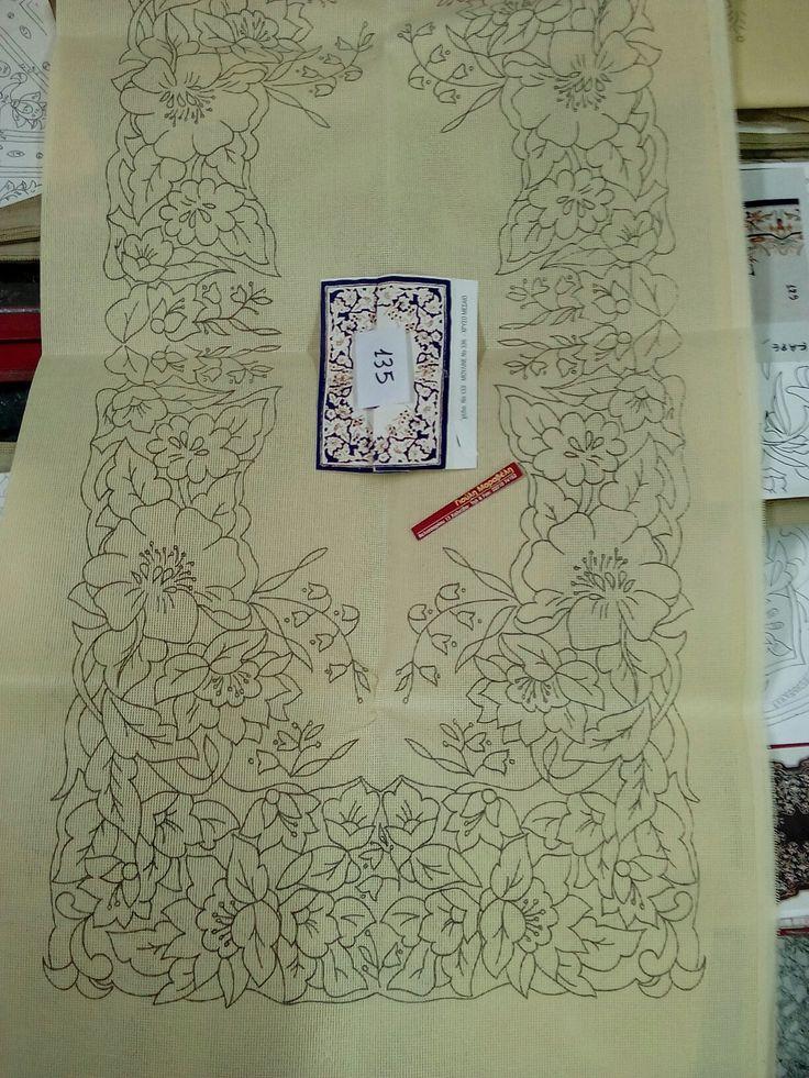 Νο 133.Ενα πολύ όμορφο σχέδιο μπορντούρας με χαριτωμενα λουλούδια. Σεμεν και 2 πετσετακια:26 ευρώ.