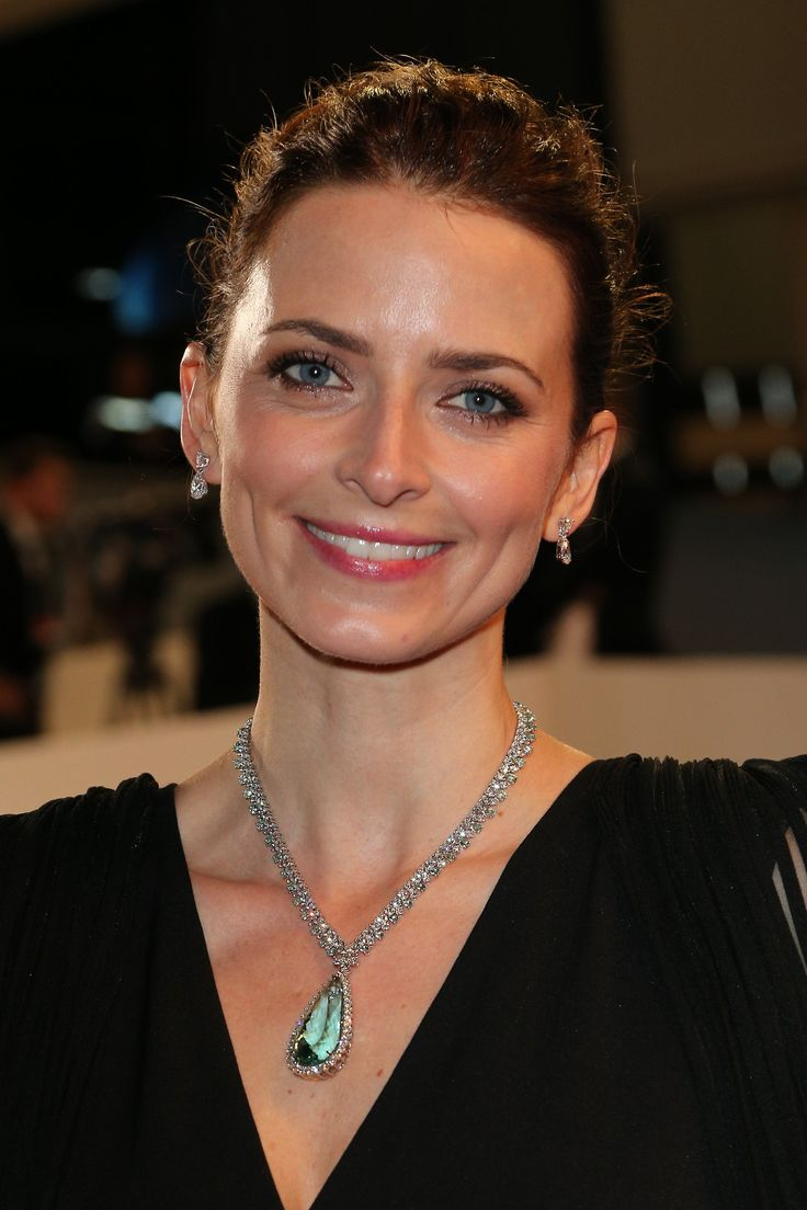 Chopard Red Carpet -German Actress Eva Padberg shined in a necklace featuring a pear-shaped beryl, beryls and diamonds, and a pair of earrings in white gold set with diamonds from the High Jewellery Collection.