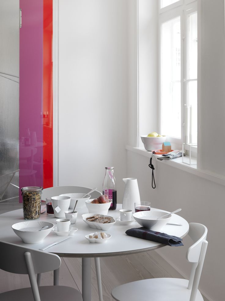 Set your table with White Elements. It's simple, clean and classic.