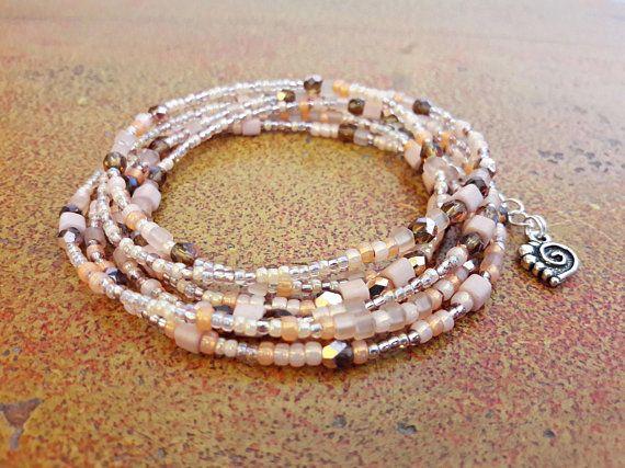 Bracciale donna lungo pesca e bronzo // Bracciale sette giri di perline e cristalli // idea regalo anniversario // Bracciale multigiro