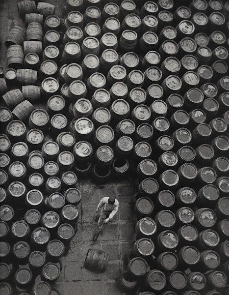 Erich Angenendt - Historische Ansicht mit Bierfässern, Undatiert Historical view with beer barrels, Undated