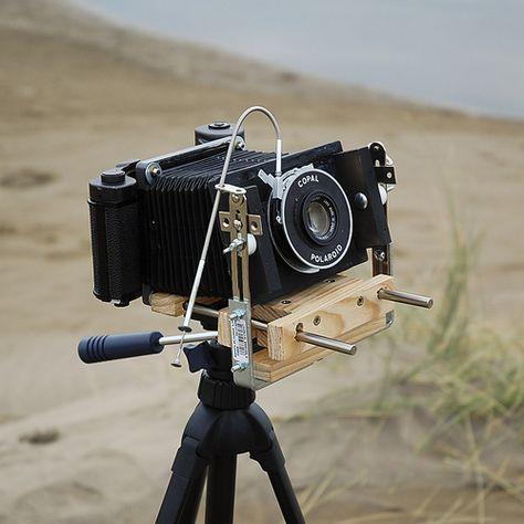 Avete mai pensato di costruire una macchina fotografica? Probabilmente non sarà semplicissimo ma se volete qualche spunto segnalo un interessante raccolta di fotocamere autocostruite nei modi più fantasiosi. Ci sono molti esempi, dalle Folding ai Banchi Ottici: Camera Builders *La …