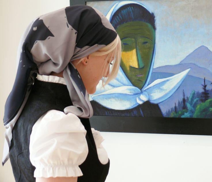 Werner Berg Dirndl mit Kopftuch und dem Kunstwerk <3 #tracht #kunst #design #kärnten