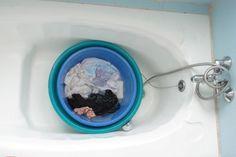 Vous avez une tache de crème solaire sur votre maillot de bain ? Voici comment l'enlever facilement avec un peu de lessive liquide !  Découvrez l'astuce ici : http://www.comment-economiser.fr/tache-de-creme-solaire.html