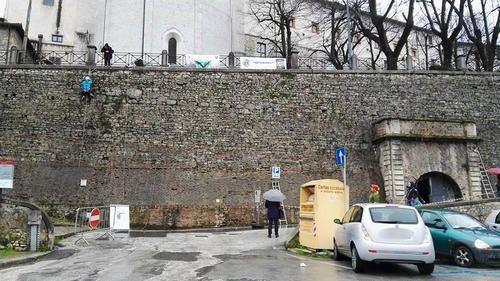 Umbria: #Spoleto #cancello per il rifugio antiaereo di via del Trivio: lultima donazione dei Lions (link: http://ift.tt/294Pe8p )