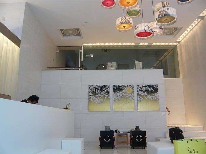 ホテル内に、お部屋は13室のみ。国内外のファッションデザイナーや日本画家などの手によって、13室の部屋は全て違うデザインに仕上げられています。