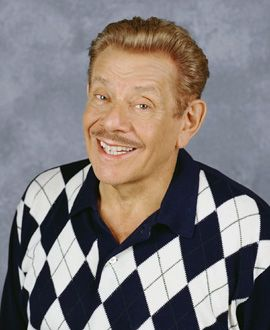 Jerry Stiller as Arthur Spooner, Carrie's father...King of Queens