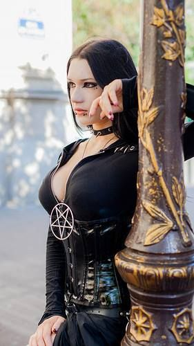 Model: Insanity Doll  Photo: The Flickr of photogaphe  Welcome to Gothic and Amazing  www.gothicandamazing.com