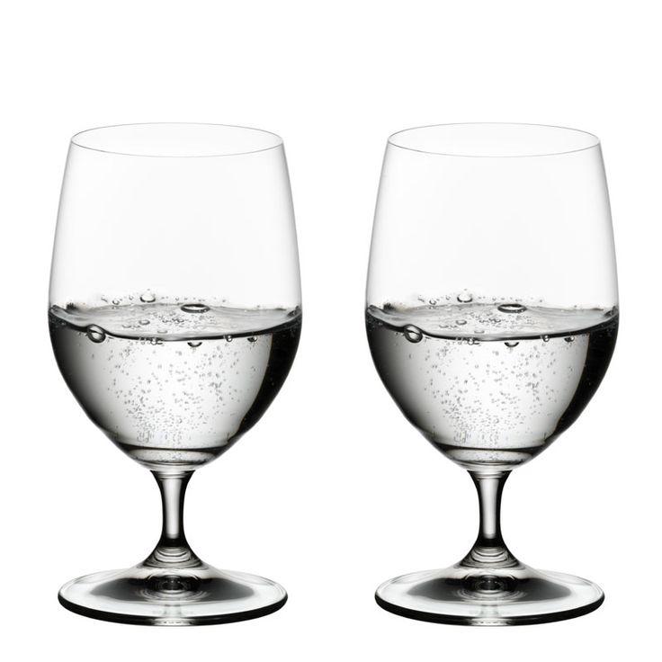 Vízből+vagyunk,+víz+nélkül+nincs+élet,+és+bár+a+napi+8+pohár+(kb.+1,5+liter)+víz+bevitele+a+nyugati+orvoslás+által+tudományosan+még+nem+bizonyított,+olyan+munkához,+amelyhez+nagy+koncentrációra+van+szükség,+jó,+ha+a+nekikezdés+előtt+2+pohárral+megiszunk. Az+East+London-i…