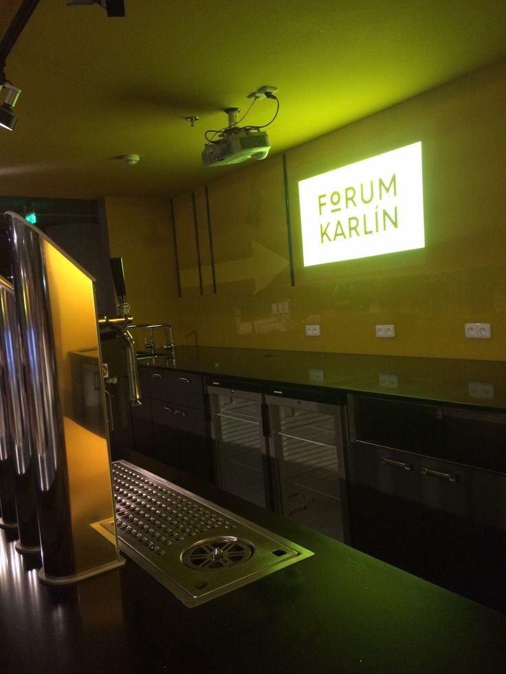 Forum Karlin - Bar at the entrance of the main hall