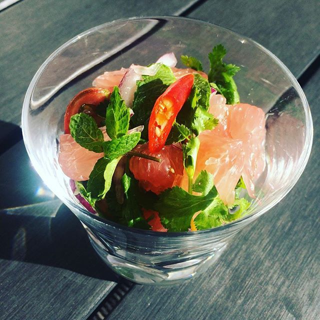 ยำส้มโอ Pomelo spicy Salad/Thai cuisine  ザボンのスパイシーサラダ/タイ料理  #ドイツ生活 #海外生活