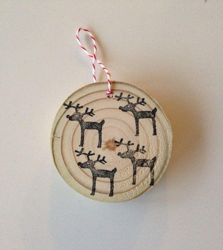 Hip boompje voor de kerst. Van hout en te versieren met traditionele kerst accessoires of met de houten 'kerstballen'. Kijk in mijn webshop houtjemooi.nl voor veel meer inspiratie!