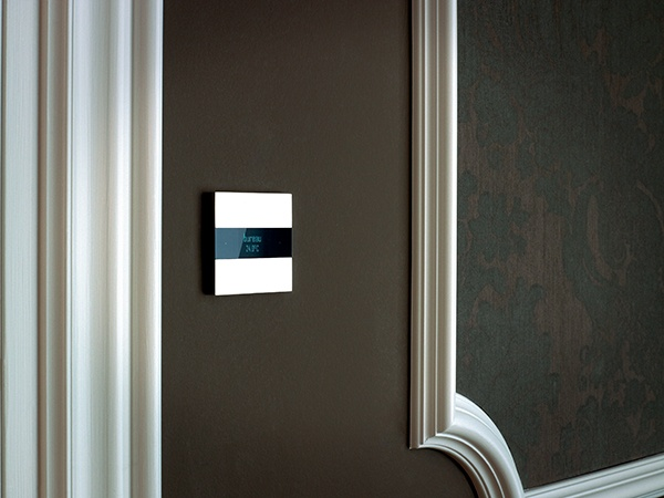 Deseo design switch & room controller: entirely touch-sensitive to control lights, shades, music... Blends in any interior: contemporary, minimalist & classic... Choose from high-quality switch finishes like aluminium, bronze, glass, leather ...
