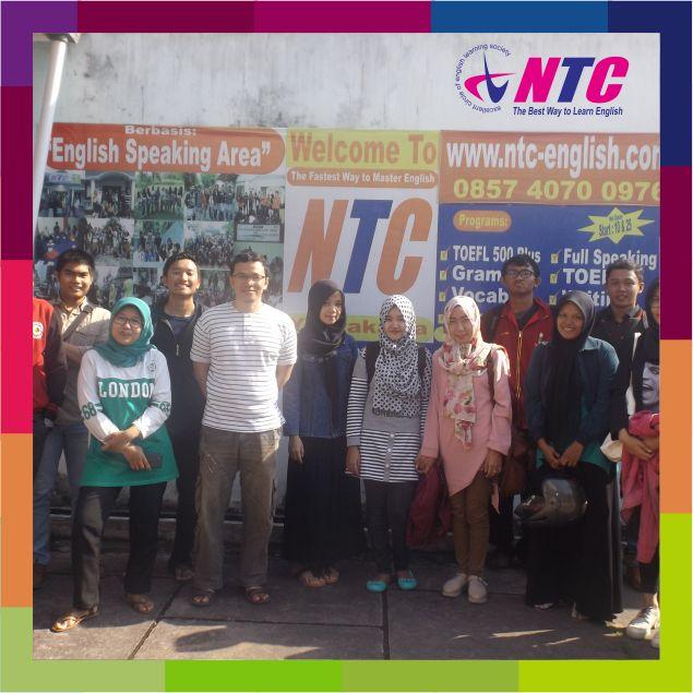 Foto bersama siswa sebelum berangkat ke Prambanan.