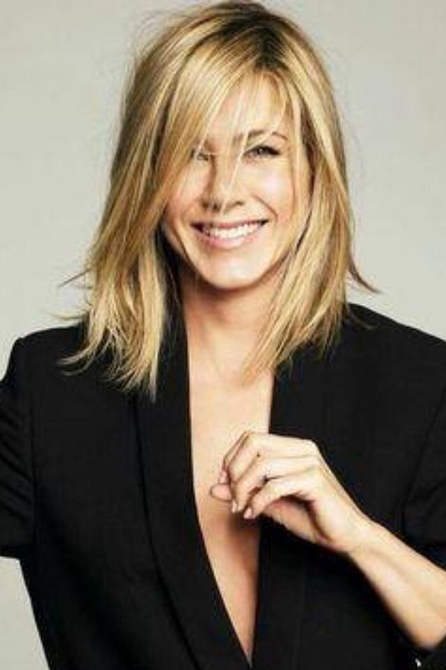 neue frisur von jennifer aniston stilvolle frisuren. Black Bedroom Furniture Sets. Home Design Ideas