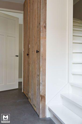 Van een trapgat een stoere opbergkast maken? No problem voor ons Timmeratelier. www.molitli-interieurmakers.nl