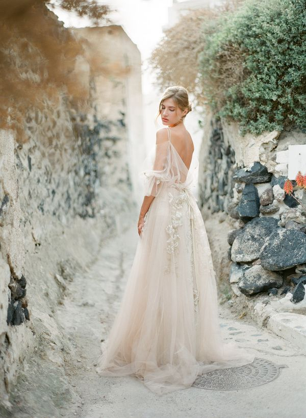 Fall in love with the beauty of Santorini with today's fine art wedding inspiration in Greece that features pastel hues and a heavenly wedding gown.