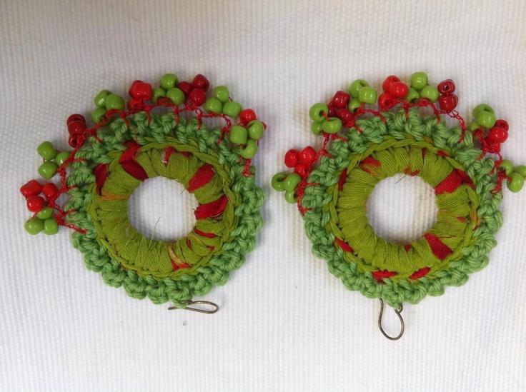 """Joyeria creativa, en crochet y tejidos, hecha con materiales no tradicionales.  Envios a todo Chile y el mundo, preguntar por Inbox.  Mira mi album de fotos """"Mis Joyas"""". Y dale me gusta a la página!    http://www.facebook.com/joyas.lindas.tejidas/info"""