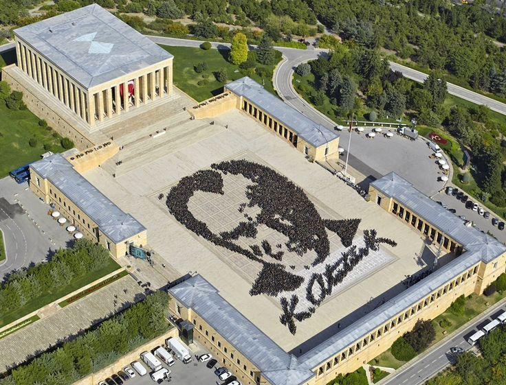 Anıtkabir/Çankaya/Ankara/// Türk Kurtuluş Savaşı'nın, inkılapların önderi ve Türkiye Cumhuriyeti'nin ilk cumhurbaşkanı Mustafa Kemal Atatürk'ün, Ankara Anıttepe'de bulunan anıt mezarıdır.